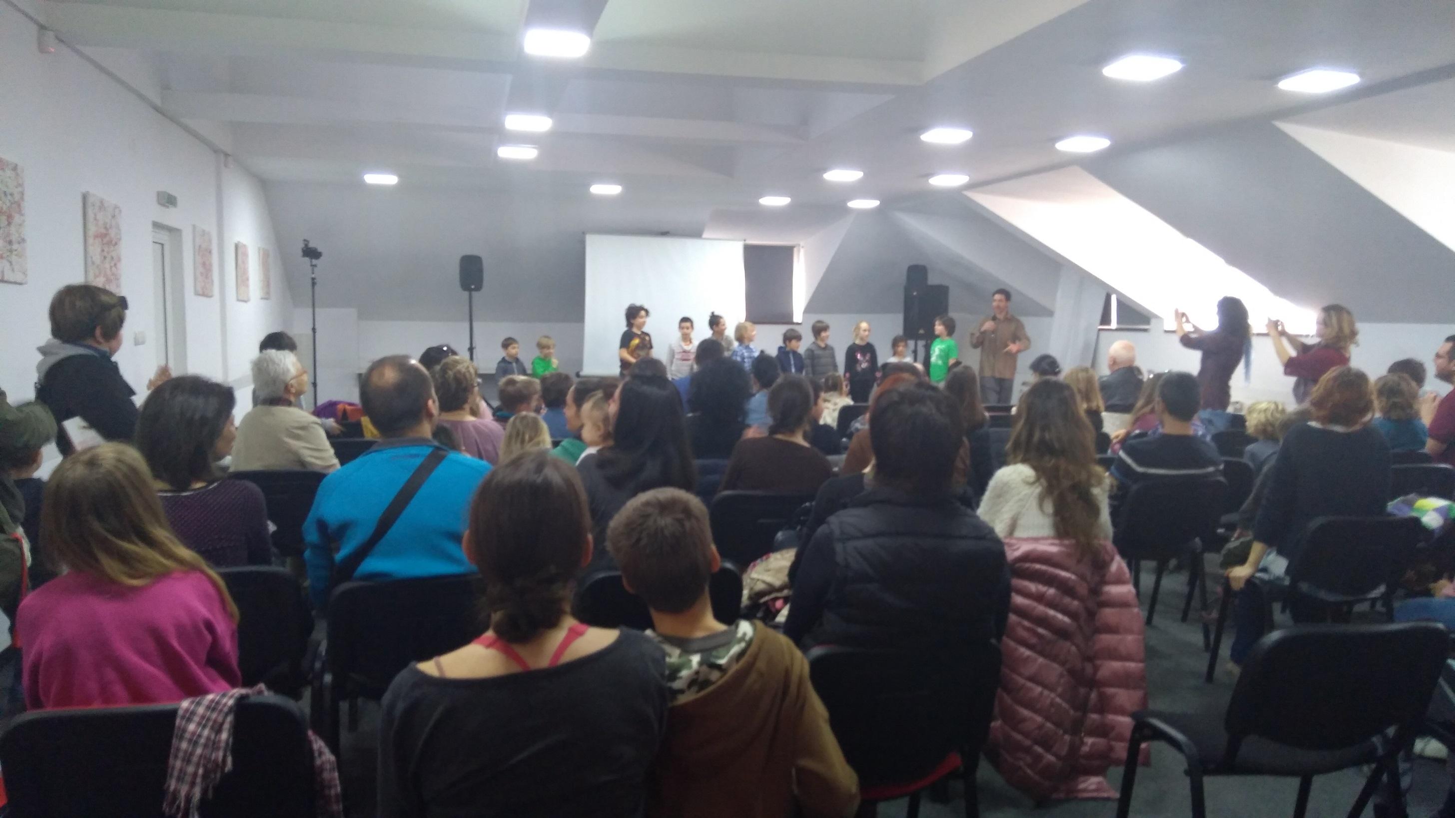 Зарадвахме се, че сред публиката имаше учители, които задаваха въпроси.