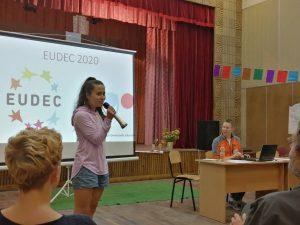 Маги Благоева, директор на Център за демократично учене, представя българската кандидатура за домакин на ЕУДЕК 2020